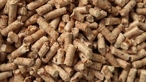 Imagem de detalhe de um grande conjunto de pellets de cor castanho-claro.
