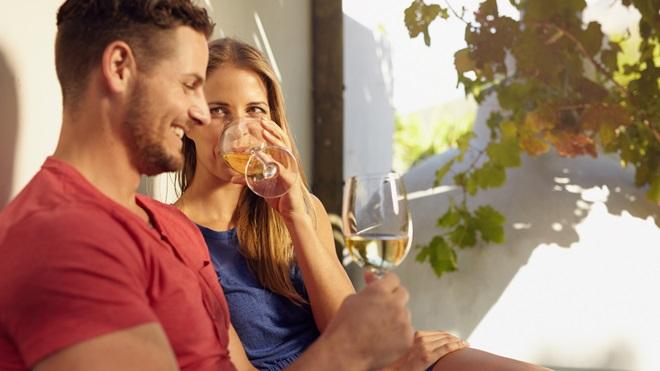 Vinhos brancos que brilham na qualidade e custam menos de 4 euros