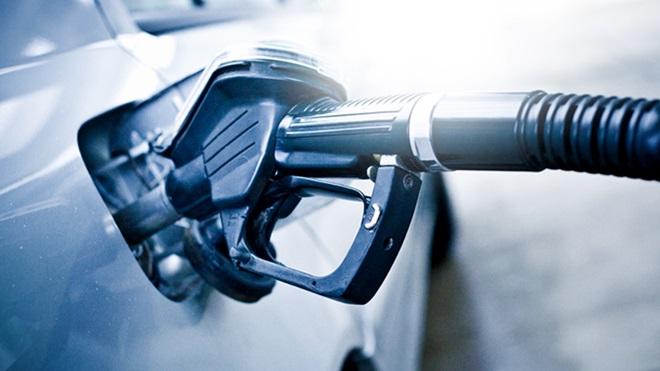 Carro a ser abastecido de combustível