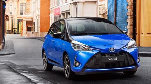 O Toyota Yaris foi renovado e  apresenta umas linhas diferentes.