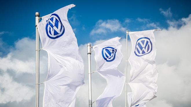 Bandeiras da Volkswagen no stande