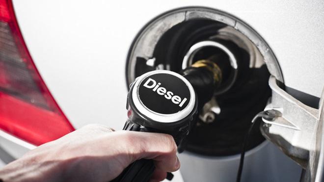 automóvel a gasóleo a atestar