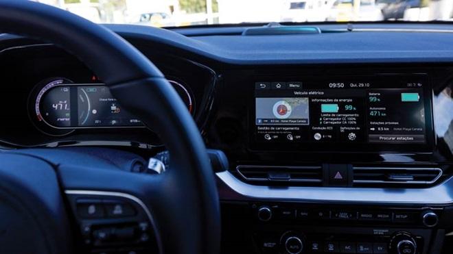 volante, painel de bordo e comandos de carro elétrico Kia e-Niro
