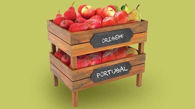 """caixa de maçãs a indicar """"origem Portugal"""""""