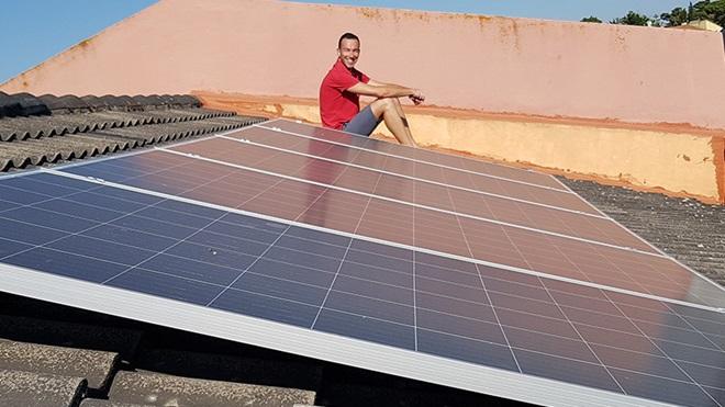 Sistema fotovoltaico instalado no telhado