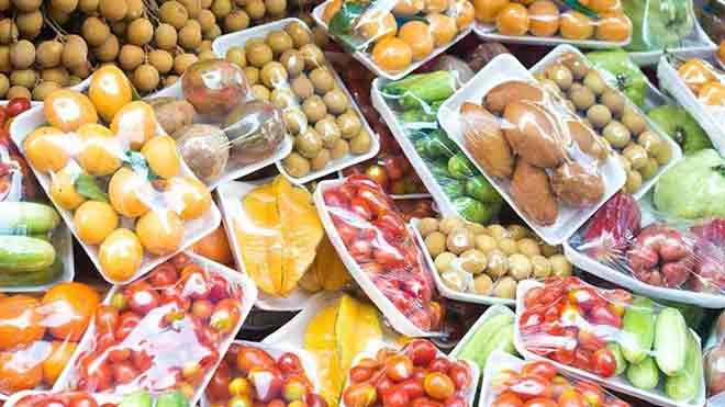 Embalagens de plástico com fruta e legumes