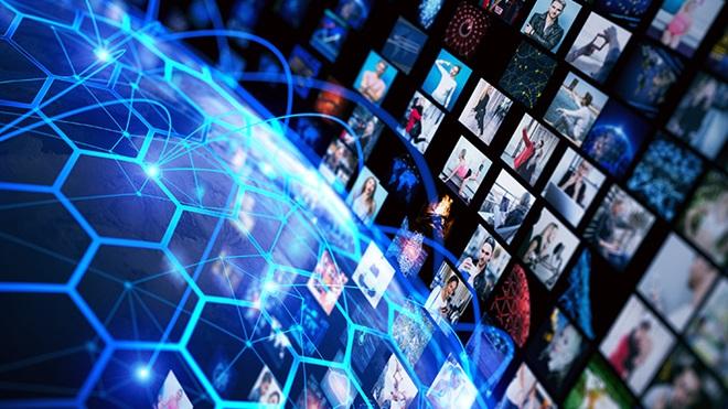 pequenas imagens variadas num cenário azul a propósito dos tarifários de telecomunicações