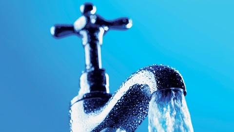 Poupe até 500 euros em água com bons hábitos e os dispositivos certos