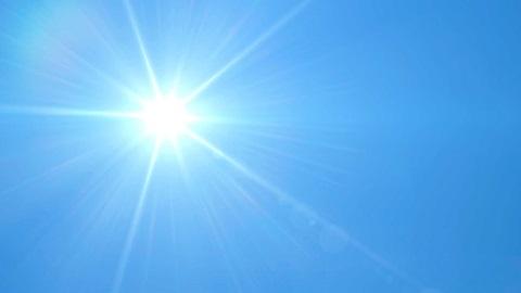 Sol a brilhar no céu azul