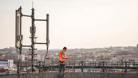 A colocação de uma antena de telecomunicações no telhado do prédio é uma decisão que só pode avançar se contar com a concordância de todos os condóminos.