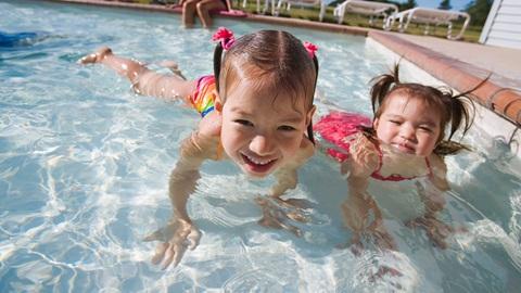 Crianças no condomínio: brincar nos espaços comuns tem regras