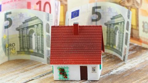 Negociámos com o Banco Popular um crédito à habitação muito competitivo, com 1,6% de spread para contratos de venda cruzada ou 1,9% para contratualizar apenas o empréstimo.