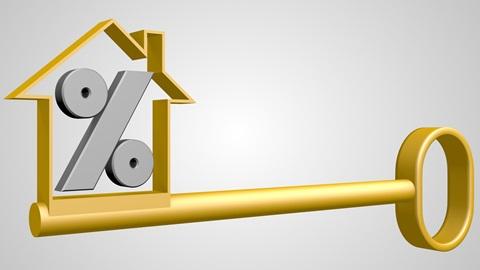 Casal a contemplar a sua casa nova adquirida com recurso a crédito à habitação