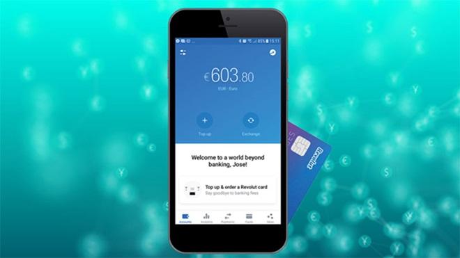telemóvel com a aplicação de pagamentos revolut