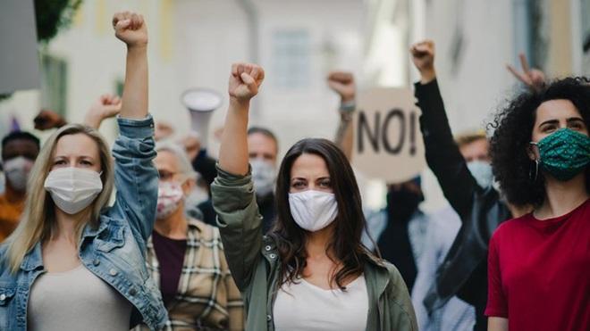 Grupo de manifestantes em greve