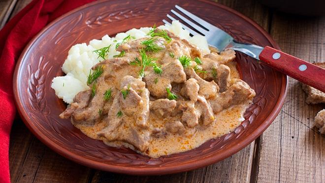 prato de carne com arroz