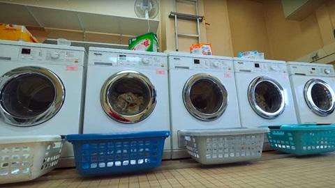Como testamos detergentes para a máquina de lavar roupa
