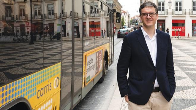 Entrevista a Miguel Gaspar, o vereador da CML, na paragem da Carris.