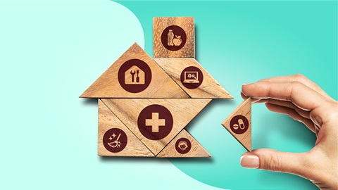 Mão a construir um puzle de madeira com vários ícones