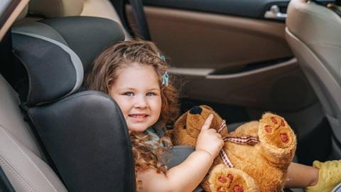 Transporte de crianças para a praia - confirme se o seu filho está protegido