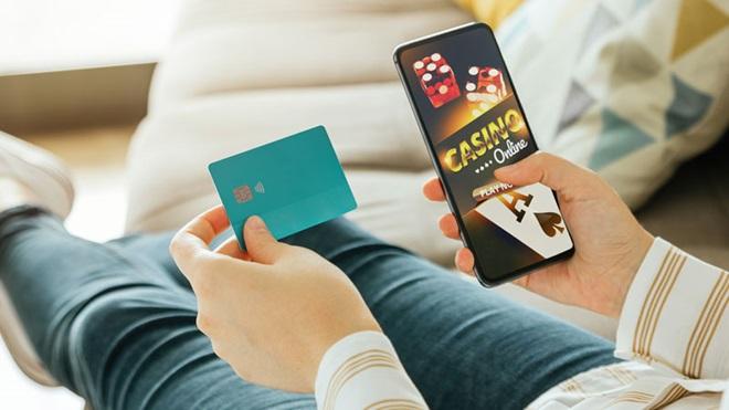 Menor de idade a jogar jogos de azar online com dados dos pais