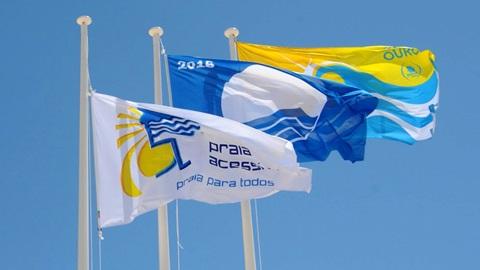 Bandeira Azul, Praia Acessível e Praia com Qualidade de Ouro são os principais galardões atribuídos às praias portuguesas.