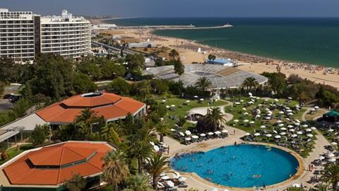 vista para praia e empreendimentos com piscina