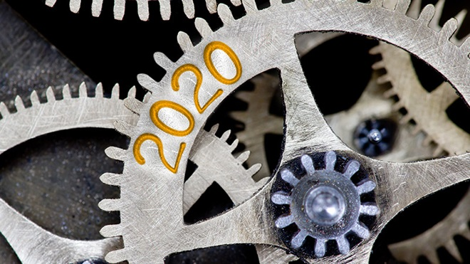 várias rodas dentadas e uma delas tem 2020