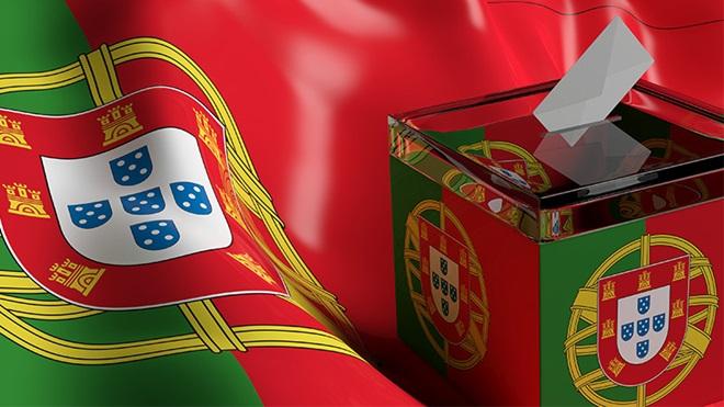 Urna de voto com bandeira portuguesa