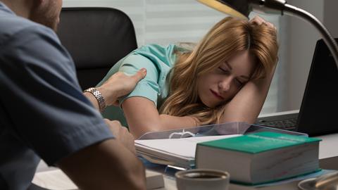 Trabalho por turnos: alteração de hábitos tem riscos para a saúde