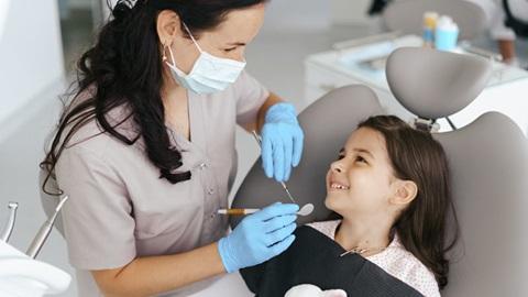 criança a ser tratada no dentista
