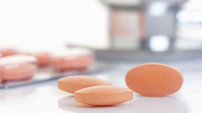medicamentos em cima da mesa