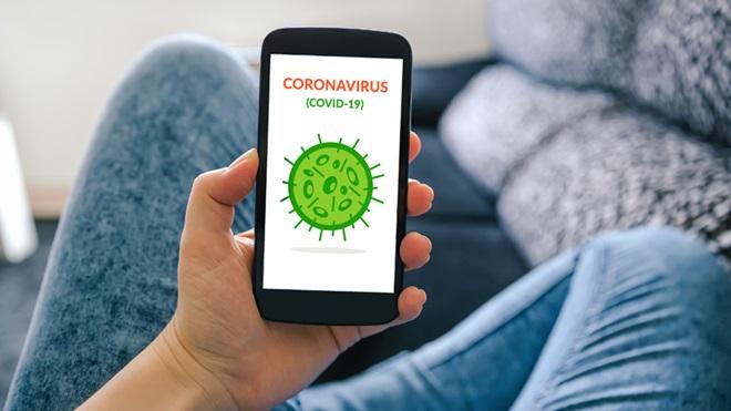 Smartphone com app sobre coronavírus