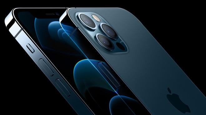 iPhone 12 e iPhone 12 mini, sobrepostos, com vista parcial do ecrã e das câmaras frontal e traseira