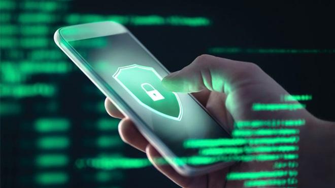 Segurança online em computadores e telemóveis