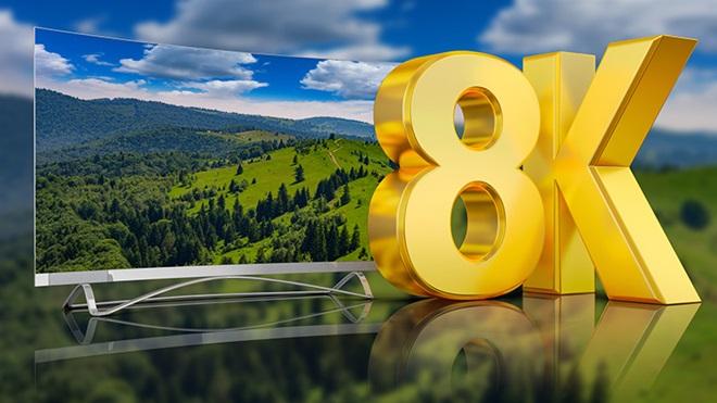 TV 8k com imagem de paisagem verde e céu azul