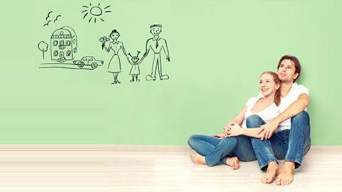 casal a pensar em formas de poupar na luz, gás, crédito à habitação e seguro automóvel