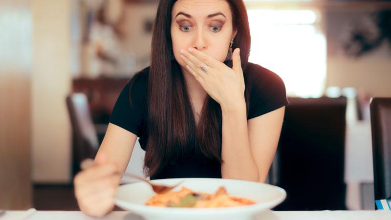 Intoxicação alimentar fora de casa: como reclamar