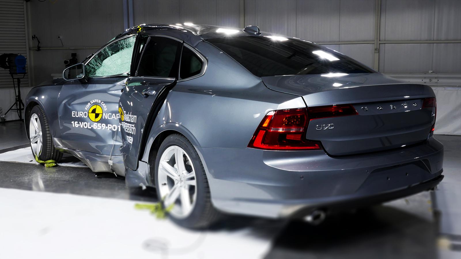 Volvo S90 com segurança máxima.