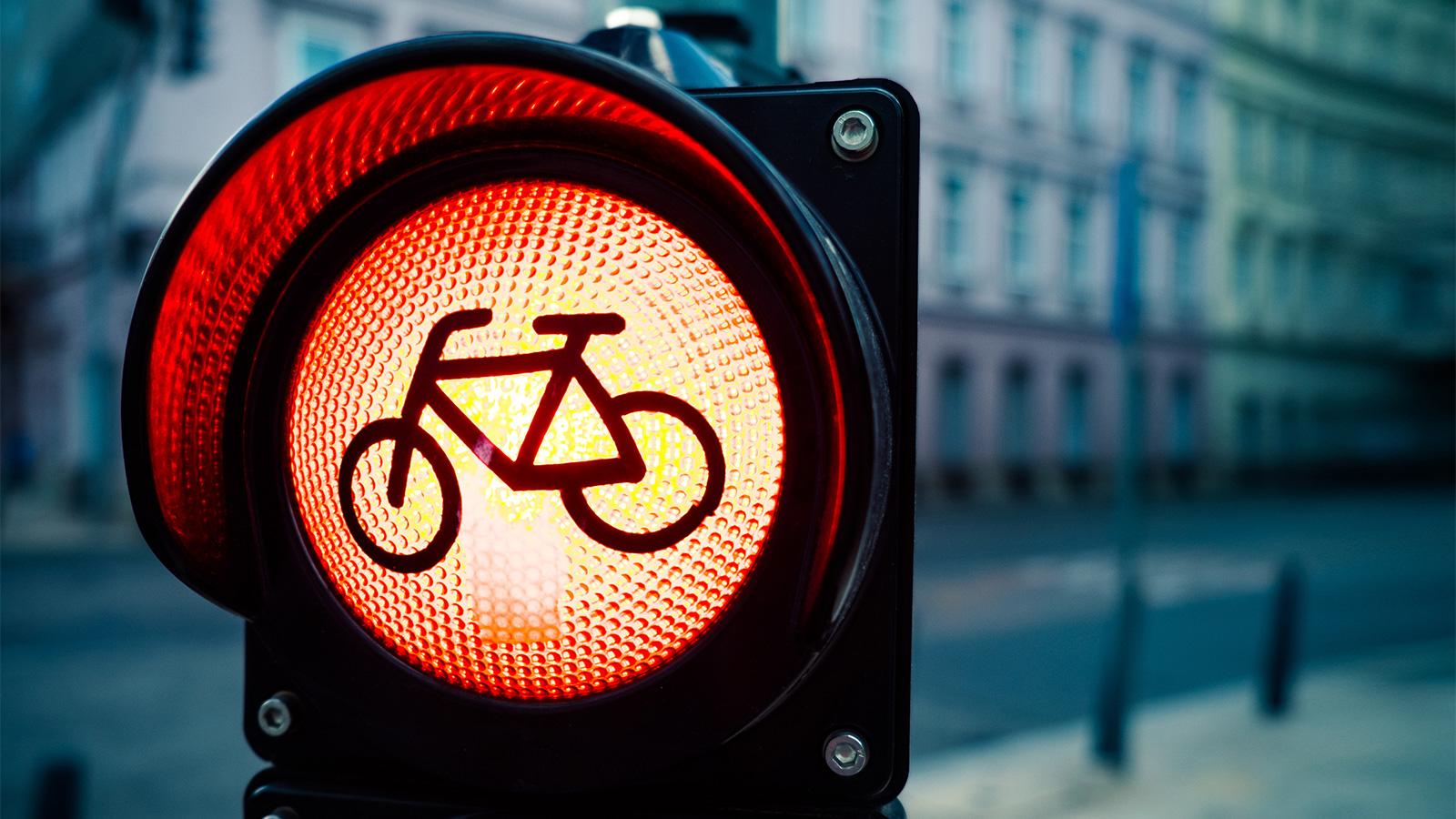 Quantos pontos perde um ciclista se não parar num STOP?