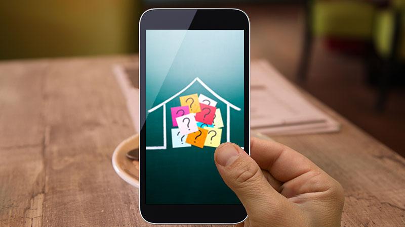 mão segura telemóvel com imagem de casa