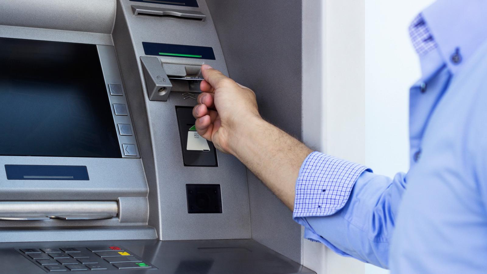 O Deutsche Bank é o que tem o cartão de débito mais caro: custa 26 euros por ano. Em bancos como o ActivoBank e o Banco CTT, os cartões Multibanco continuam a ser gratuitos.