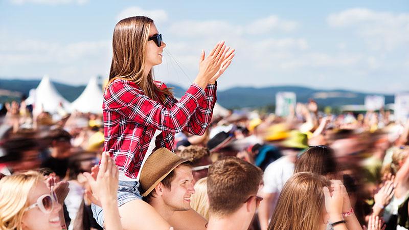 Rapariga em festival de música