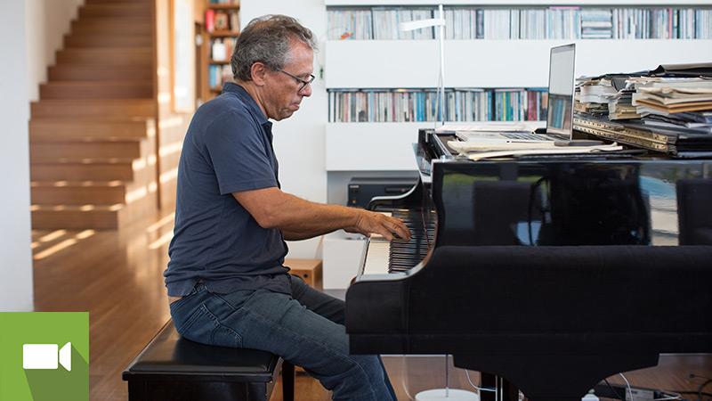 Mário Laginha a tocar piano