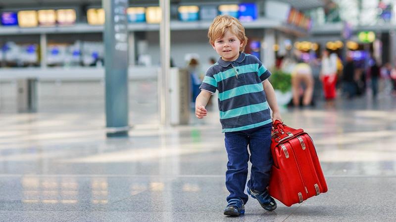 """A saída de menores do seu país de origem tem ganho relevo nos últimos anos, com a multiplicação de casos de """"rapto parental"""", e é particularmente pertinente em época de férias."""